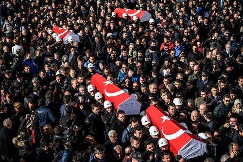 مراسم تشییع قربانیان انفجار تروریستی شنبه شب در استانبول