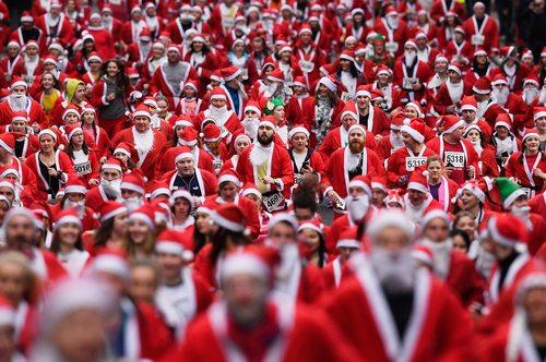 گردهمایی 7 هزار نفر در لباس بابانوئل در گلاسکو اسکاتلند