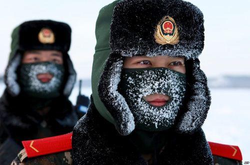 سربازان مرزبانی چین در مرز چین و روسیه