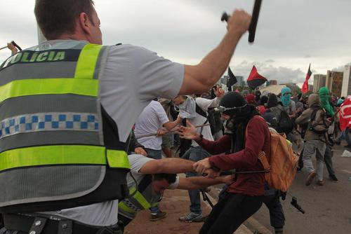 تظاهرات گسترده در شهرهای برزیل در اعتراض به تصویب لایحه کاهش بودجه پیشنهادی دولت در سنای این کشور – برزیلیا