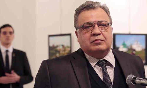 سفیر روسیه در آنکارا و قاتلش دقایقی قبل از ترور