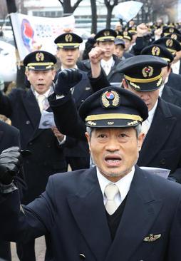 آغاز اعتصاب 10 روزه خلبانان شاغل در خطوط هوایی کره جنوبی با درخواست افزایش دستمزد - سئول