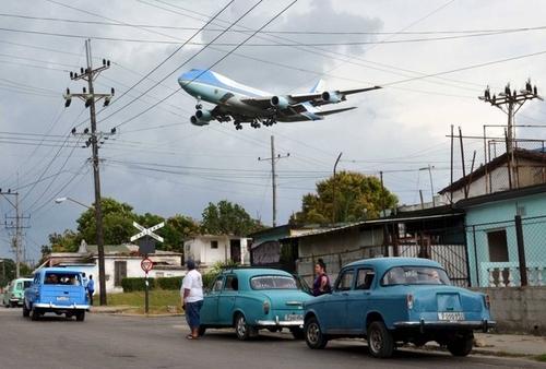 فرود هواپیمای حامل باراک اوباما به فرودگاه شهر هاوانا کوبا
