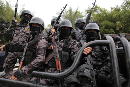 رژه پلیس حماس در هشتمین سالگرد حملات سه هفته ای اسراییل به باریکه غزه