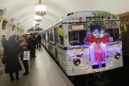 تزیینات سال نو قطارهای مترو مسکو