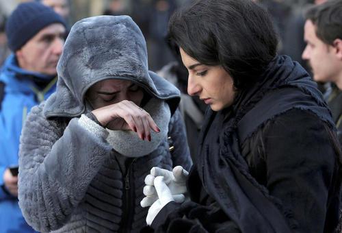 گریه یک نجات یافته از حمله تروریستی شب سال نو به کلوبی شبانه در استانبول
