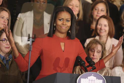 آخرین سخنرانی عمومی میشل اوباما در مقام بانوی اول آمریکا در مدرسه ای در واشنگتن