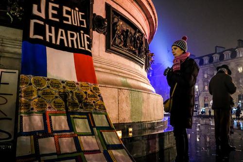 دومین سالگرد حمله به دفتر مرکزی نشریه فکاهی شارلی ابدو فرانسه - میدان جمهوری پاریس