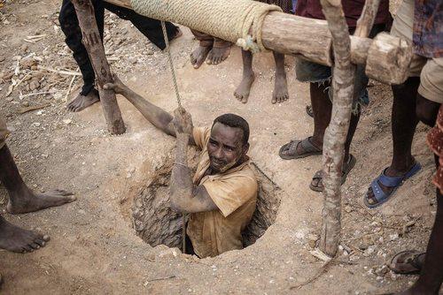 مسیر سخت وارد شدن به یک معدن سنگ یاقوت - ماداگاسکار