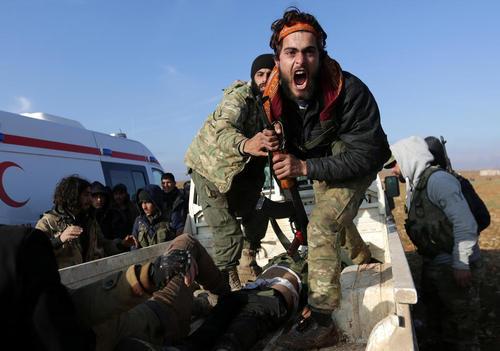 واکنش خشم آلود یک نیروی مسلح مخالف حکومت سوریه در قبال کشته شدن برادرش – منطقه الباب در شمال سوریه