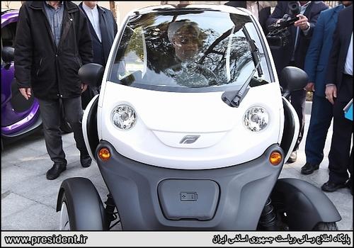 رانندگی رئیس جمهور و اعضای هیات دولت با خودروهای برقی/عکس