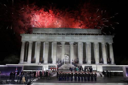 کنسرت و آتش بازی شبانه به افتخار ترامپ در کنار مجسمه یادبود آبراهام لینکلن