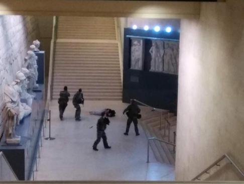 حمله یک تروریست مصری تبار به موزه لوور در پاریس