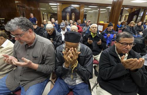 گردهمایی مسلمانان در مرکز اسلامی جنوب کالیفرنیا در اعتراض به فرمان اجرایی ترامپ