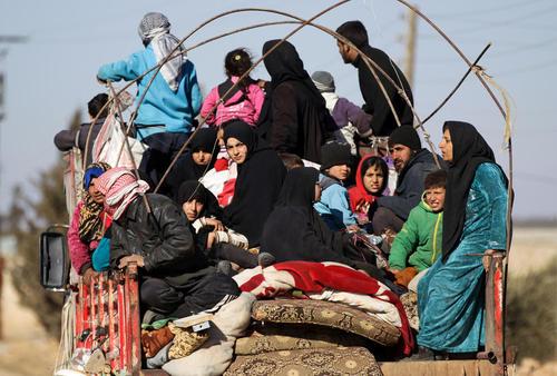 آوارگان جنگی گریخته از دست داعش در شهر الباب در شمال سوریه