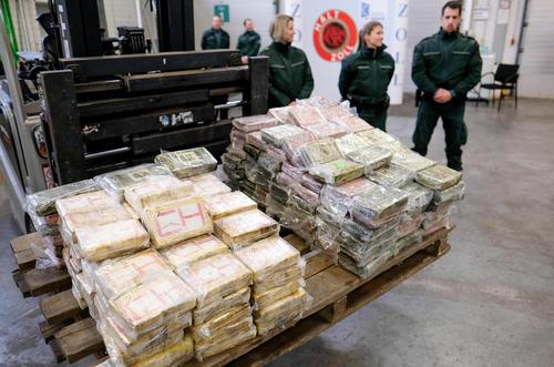 کشف بزرگترین محموله کوکایین در تاریخ آلمان. ارزش این محموله 717 کیلویی بیش از 145 میلیون یورو است- هامبورگ