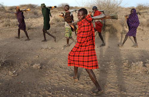مردان قبیله ای مسلح در کنیا