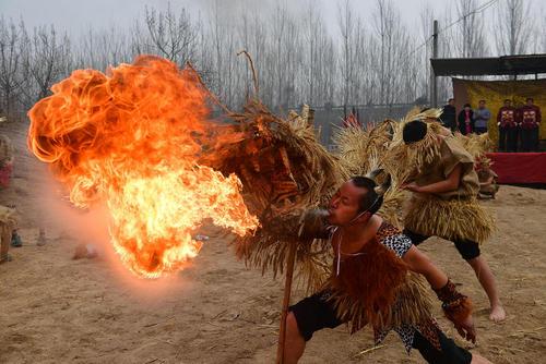 رقص اژدها و دعای باران در روستایی در استان هنان چین