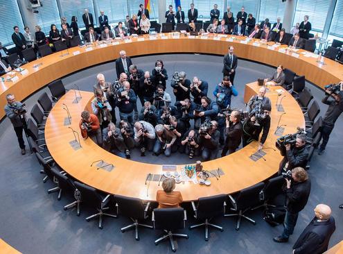 حضور صدر اعظم آلمان در کمیته تحقیق پارلمان این کشور برای رسیدگی به موضوع جاسوسی های آژانس امنیت ملی آمریکا از آلمان