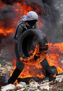 اعتراضات هفتگی جوانان فلسطینی علیه اسراییل در کرانه غربی