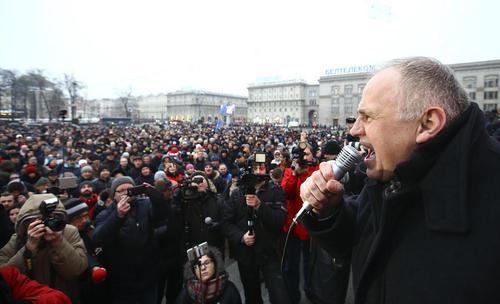 سخنرانی اپوزیسیون بلاروس در اجتماعی اعتراضی به مناسبت افزایش مالیات های عمومی – مینسک