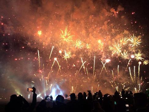 آتش بازی در مراسم افتتاح باشگاه بین المللی گلف