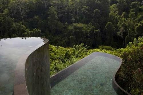 استخرهای طبقاتی هتل اوبود هانگینگ گاردنز در قلب جنگل های جزیره بالی اندونزی.