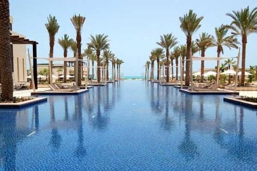 استخر هتل هایت پارک ابوظبی در امارات عربی متحده.