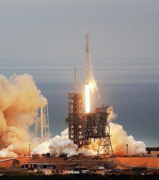 پرتاب راکت با ماموریت ایستگاه فضایی بین المللی از ایستگاه فضایی کیپ کاناورال در فلوریدا آمریکا