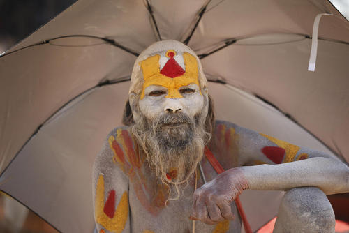 مرتاض هندو در جریان یک جشنواره آیینی هندوها در کاتماندو نپال
