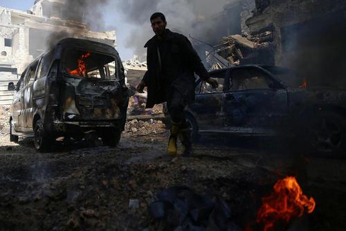 حمله هوایی به منطقه تحت کنترل مخالفان مسلح حکومت سوریه در شهر دوما در حومه دمشق