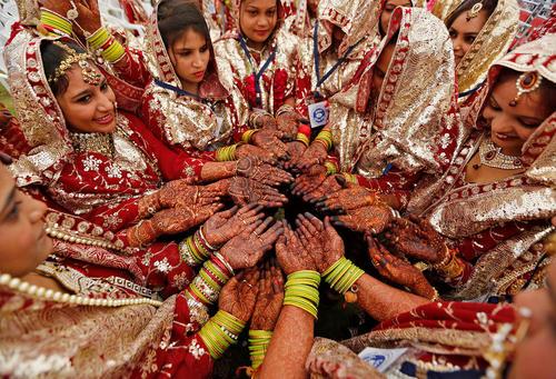 مراسم حنابندان دهها عروس هندی در شهر احمد آباد