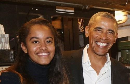 گشت و گذار اوباما و دخترش مالیا (+عکس)