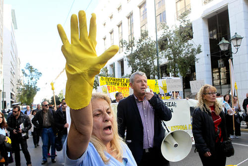 تظاهرات کارکنان بخش خدمات بیمارستان های دولتی یونان در اعتراض به قراردادهای موقت کاری – آتن