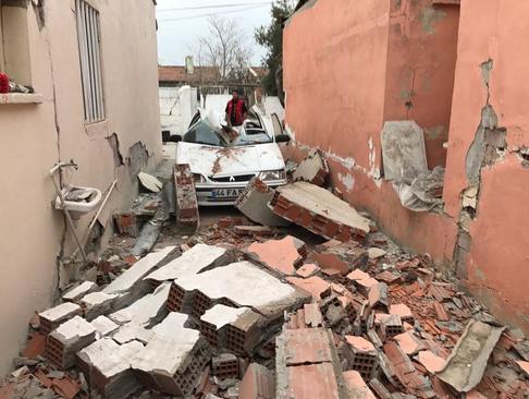 خرابی های ناشی از زلزله 5.5 ریشتری در شهر