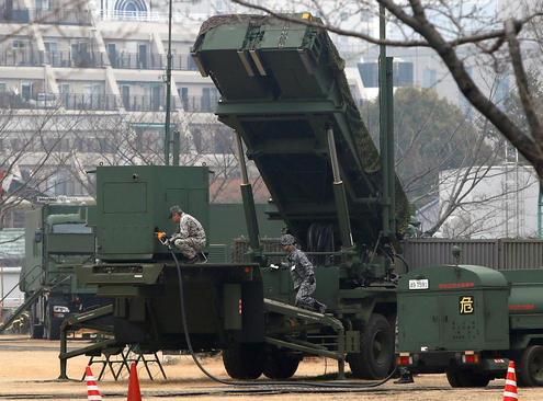 سوخت گیری و آماده سازی سیستم ضد موشک پاتریوت در شهر توکیو پس از انجام آزمایش موشکی جدید کره شمالی