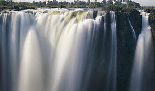 شیرجه زدن در استخر شیطان در زیمباوه چیزی نمی خواهد جز یک کم شجاعت!