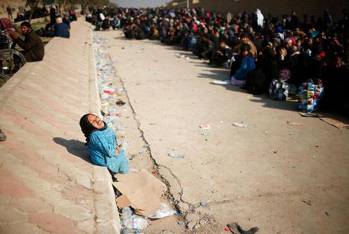 شهروندان عراقی در غرب موصل در انتظار انتقال به مناطق امن