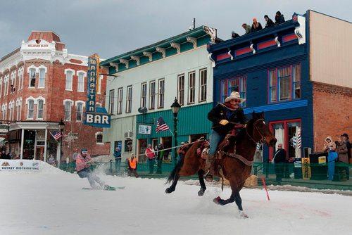 مسابقات سالانه اسکی جورینگ در کلرادو آمریکا