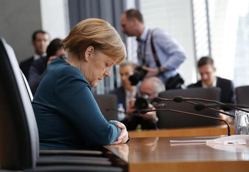 شهادت آنگلا مرکل صدر اعظم  آلمان در نشست کمیته تحقیق پارلمان آلمان درباره رسوایی اخیر کمپانی خودروسازی فولکس واگن