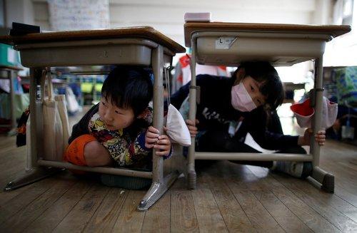 مانور مقابله با زلزله در مدارس توکیو