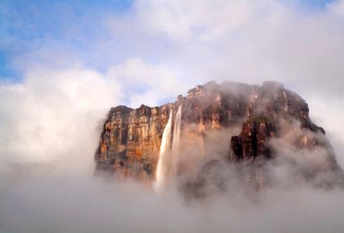 مرتفعترین آبشار جهان به نام آبشار آنجل، در کشور ونزوئلا