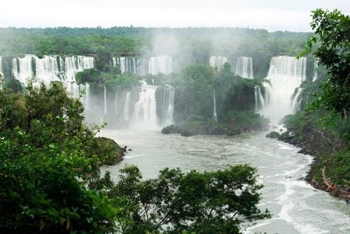 آبشار ایگازو در مرز آرژانتین و برزیل