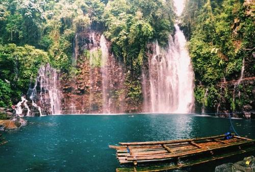آبشار تیناگو در فیلیپین