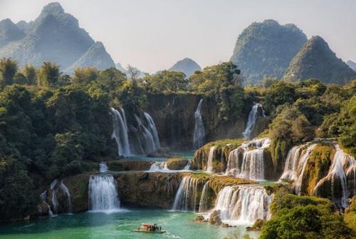 آبشار جیوک دیتان در مرز چین و ویتنام