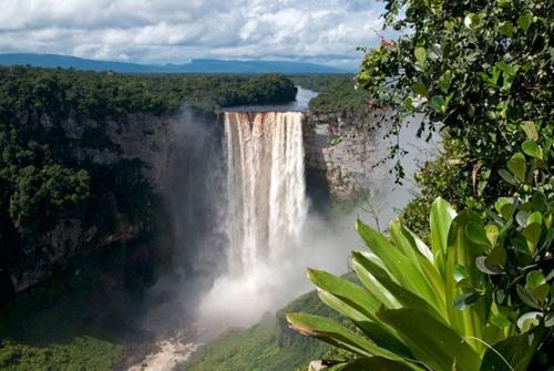 آبشار کایتور در آمازون