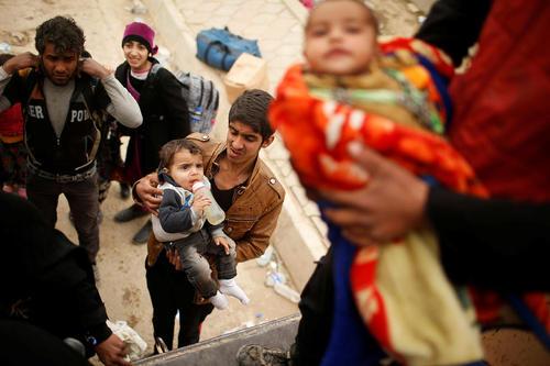 فرار غیر نظامیان عراقی از شهر موصل