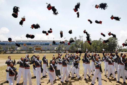 جشن فارغ التحصیلی افسران دانشکده افسری در فیلیپین