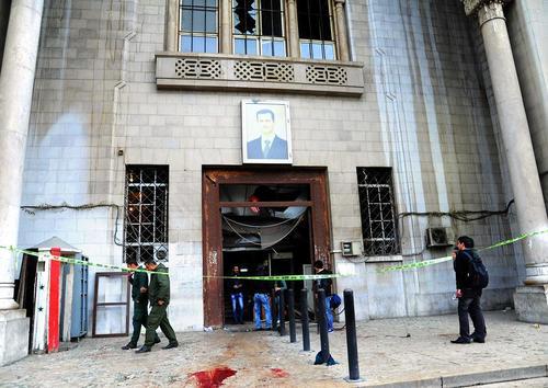 ساختمان وزارت دادگستری سوریه پس از حمله انتحاری روز چهارشنبه . در این حمله 43 نفر کشته و 105 نفر زخمی شدند – دمشق