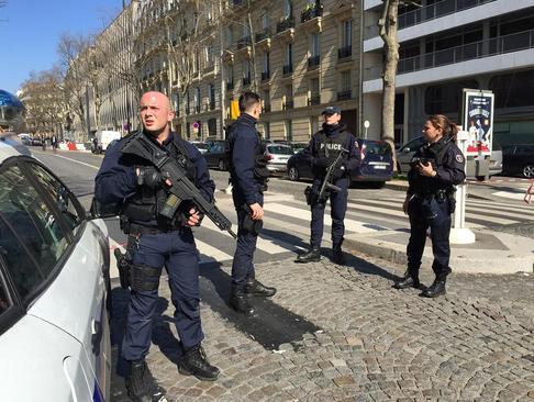 تدابیر امنیتی در اطراف دفتر صندوق بین المللی پول در پاریس